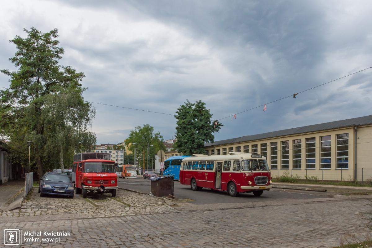 """Jelcz """"ogórek"""" 272 Mex nr 369 na terenie zajezdni przy ul. Legnickiej"""