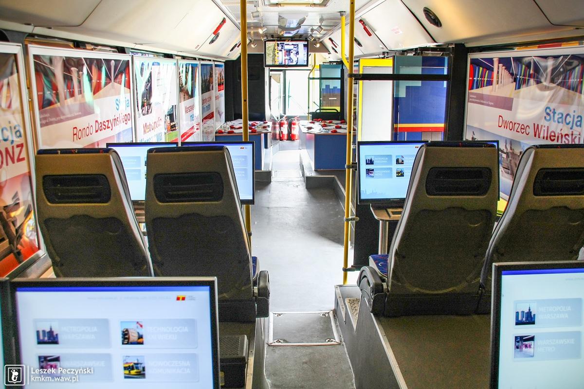Neoplan N4020/3 nr 6430 jako mobilny punkt informacji o budowie 2. linii metra - wnętrze
