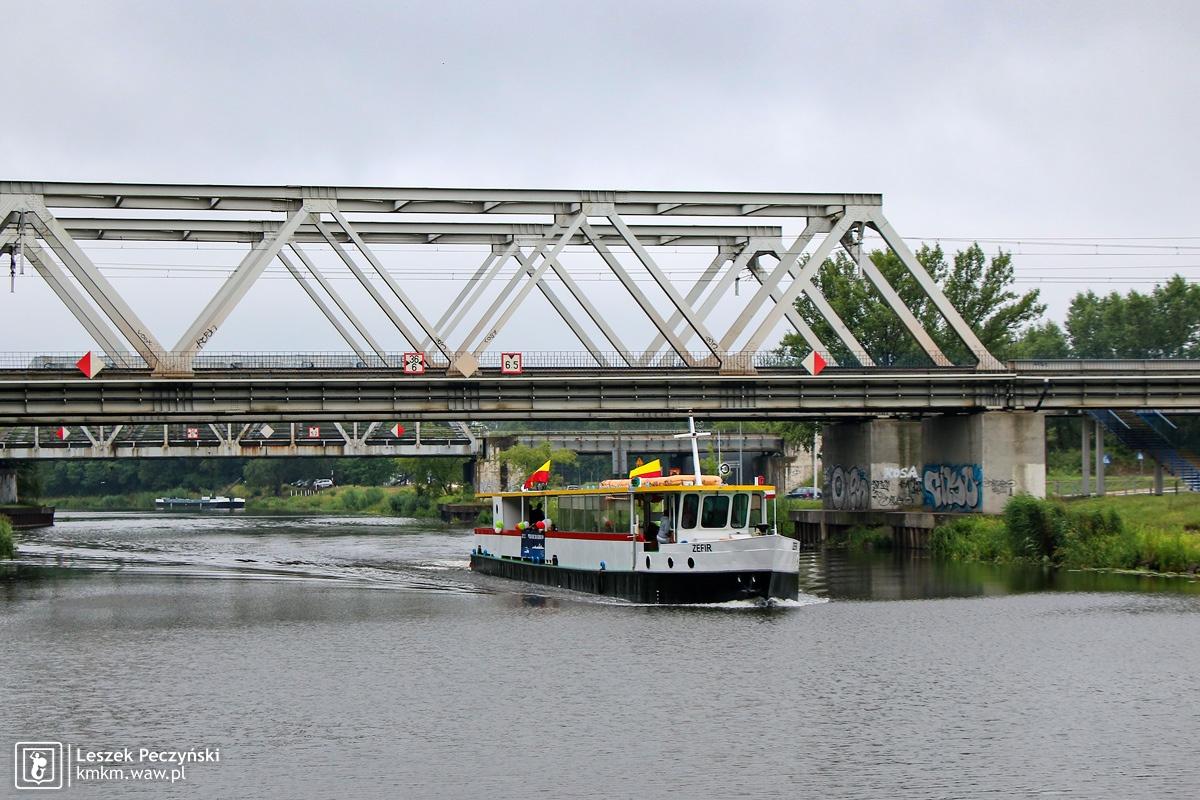 Statek do Serocka na Kanale Żerańskim