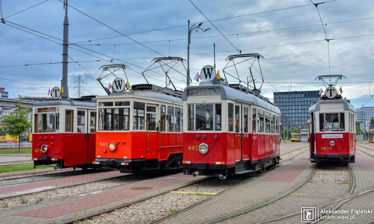 zabytkowe wagony gotowe do wyjazdu na liniw T oraz W