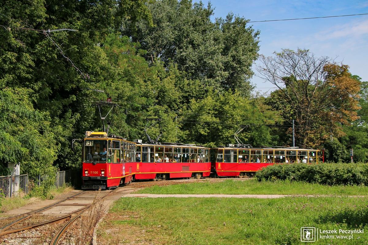 potrójny skład wagonów 105Na na pętli Metro Marymont