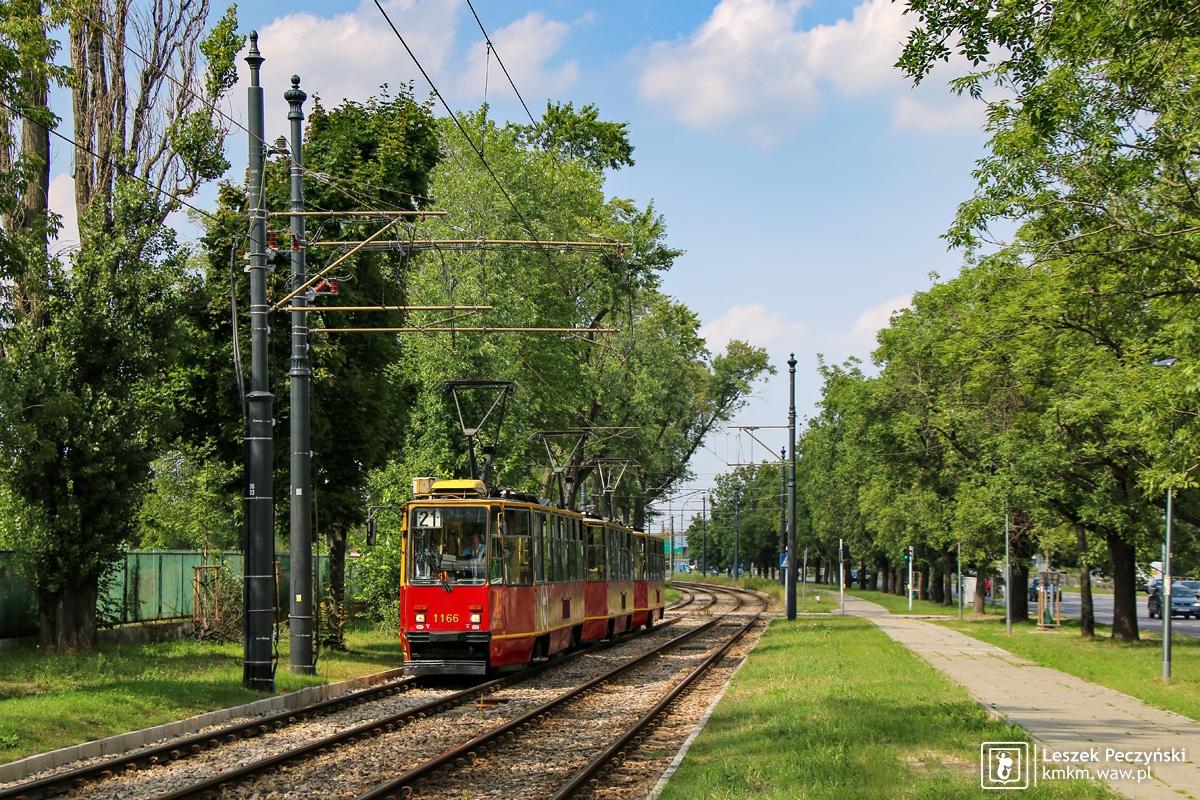 potrójny skład wagonów 105Na na ul. Jagiellońskiej