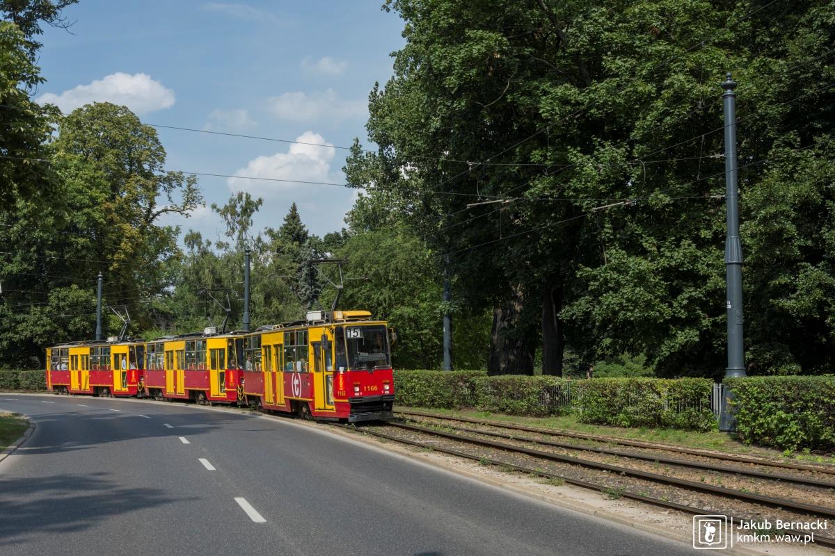 potrójny skład wagonów 105Na na ul. Marszałkowskiej