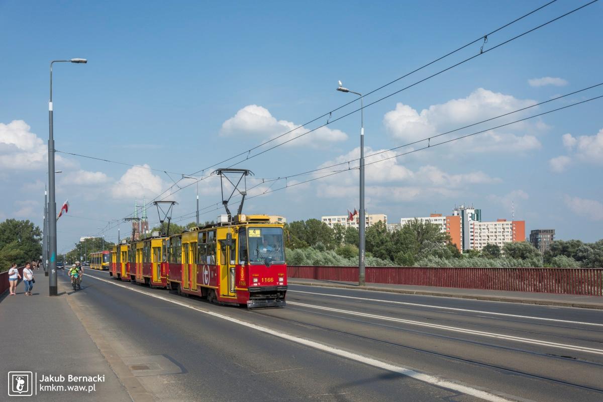 potrójny skład wagonów 105Na na moście Śląsko-Dąbrowskim