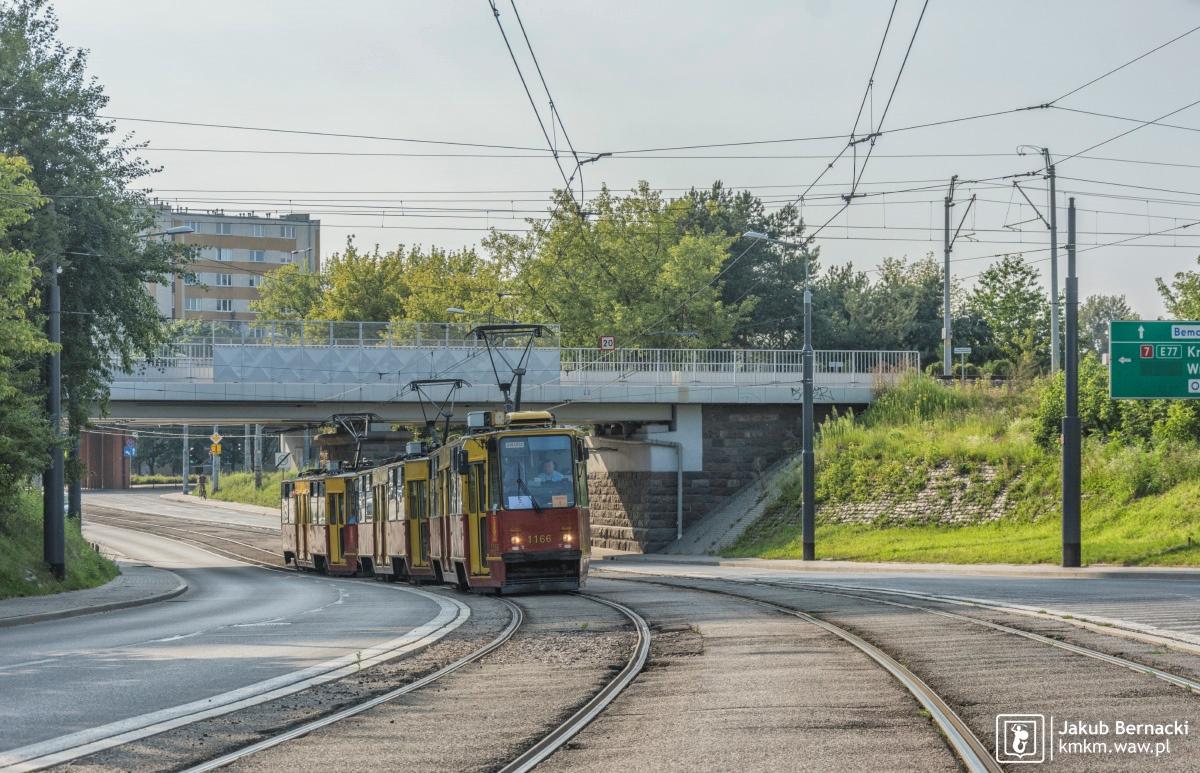 potrójny skład wagonów 105Na na ul. Obozowej
